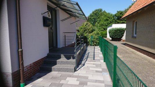 Außen Treppe mit Einfahrt